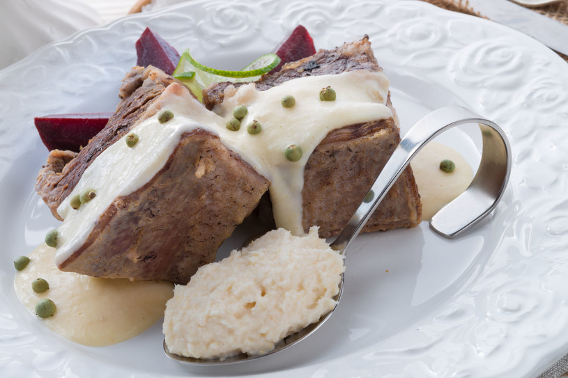 Mięso z chrzanem /©123RF/PICSEL