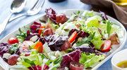 Mieszanka sałat z kurczakiem i warzywami