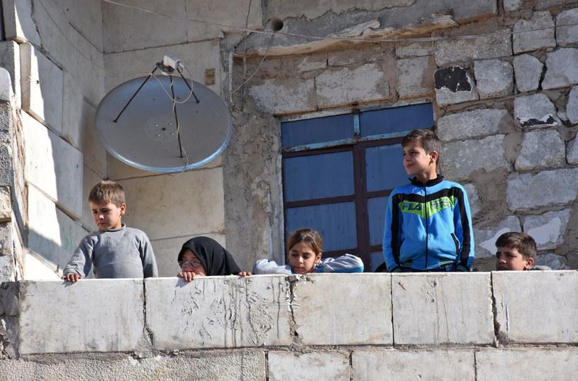 Mieszkańcy Aleppo obserwują ewakuację /AFP