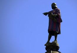 Mieszkańcy Barcelony przecierali oczy ze zdumienia, gdy zobaczyli statuę Krzysztofa Kolumba w koszulce FC Barcelona. Stało się to dzień po tym, jak kataloński klub zaprezentował stroje na kolejny sezon