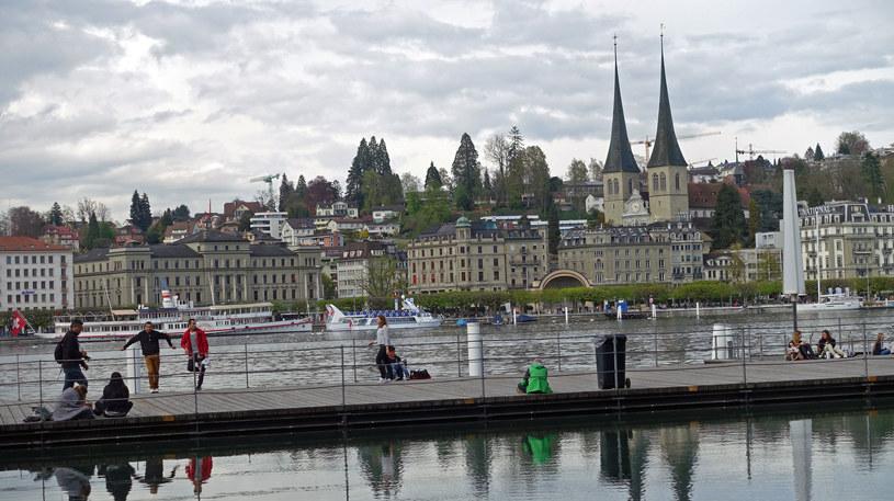 Mieszkańcy Lucerny uwielbiają spędzać czas nad jeziorem /Agnieszka Łopatowska /Styl.pl