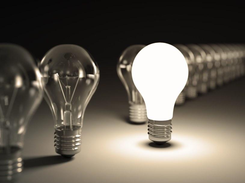 Mieszkańcy miast potrzebują coraz mniej prądu /123RF/PICSEL
