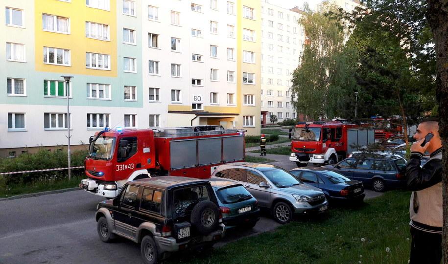 Mieszkańcy ponad 200 mieszkań z dwóch bloków przy ul. Władysława IV w Koszalinie zostali ewakuowani z powodu ryzyka uszkodzenia jednego z budynków /Marcin Bielecki /PAP