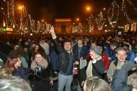 Mieszkańcy stolicy Francji bawili się na Polach Elizejskich /RMF24.pl