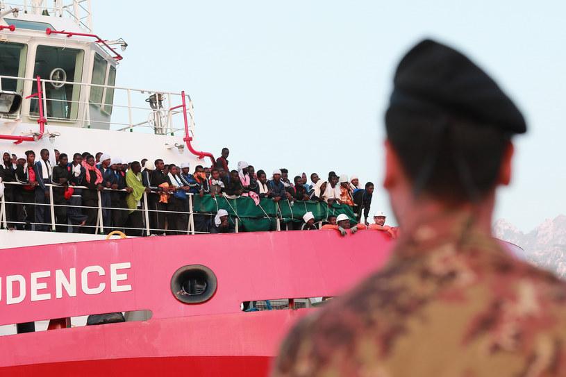 Migranci na włoskim wybrzeżu /AFP