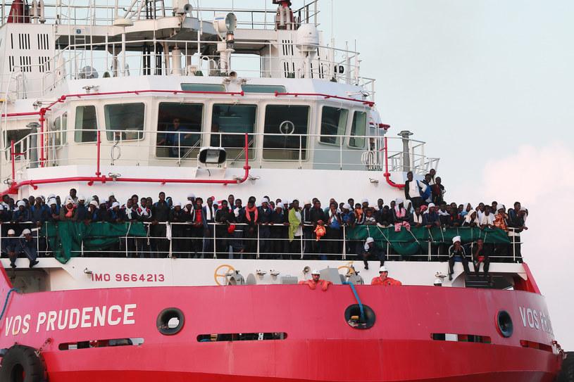 Migranci u wybrzeży Włoch /CARLO HERMANN /AFP