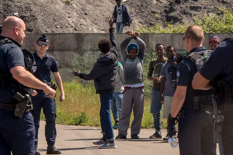 Migranci w Calais /AFP