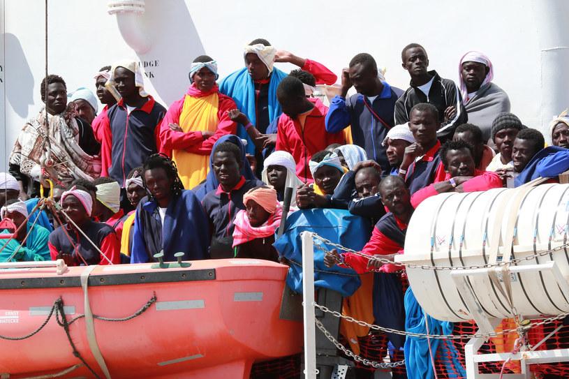 Migranci we włoskim porcie /AFP