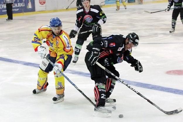 Milan Baranyk (z lewej) w meczu MMKS/Podhale - KH Sanok. Fot. Tadeusz Bącal. /INTERIA.PL