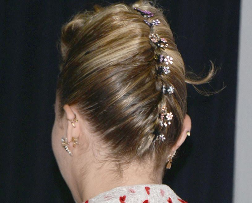 Miley Cyrus prezentuje nie tylko oryginalne stroje, ale i fantazyjne fryzury /Tony DiMaio / Splash News /East News