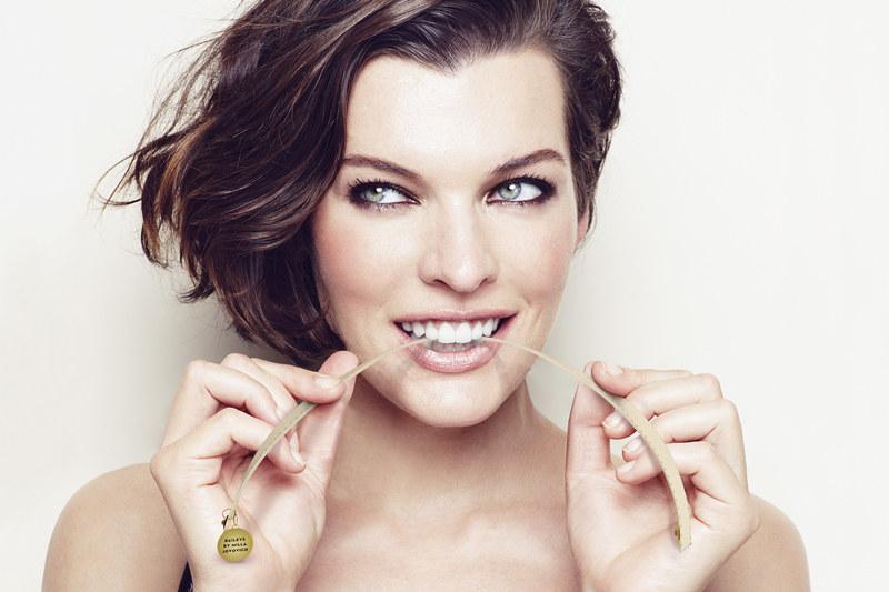 Milla Jovovich zaprojektowała bransoletkę Baileys /materiały prasowe