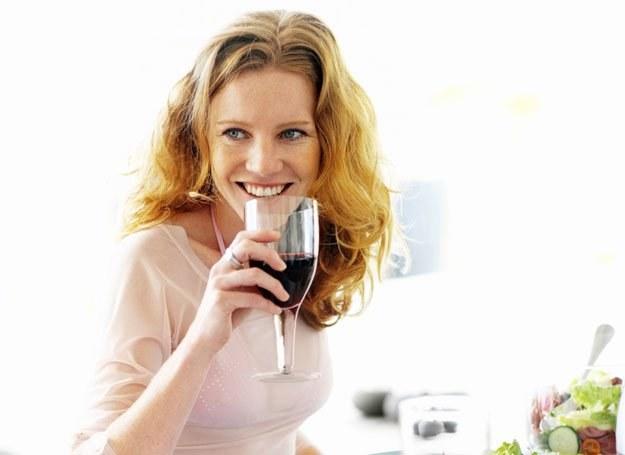 Miłośniczki wina tyją mniej do abstynentek