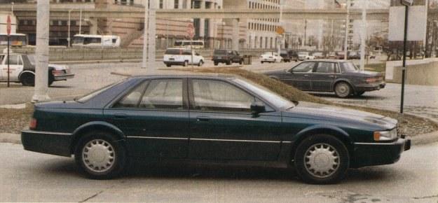 """Mimo """"kanciastego"""" nadwozia uzyskano dość niski współczynnik oporów powietrza Cx wynoszący 0,33. Auto toczy się na ogumieniu 16-calowym o wymiarze 225/60. /Motor"""