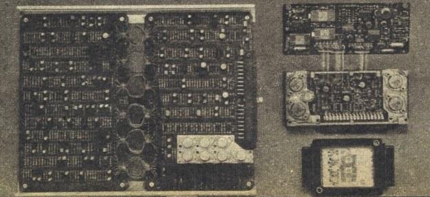 Miniaturyzacja to zarazem obniżanie kosztów. Po lewej elektroniczny układ sterowania zapobiegającego blokowaniu kół z roku 1973. U góry po prawej układ stosowany dzisiaj. Małe pudełko w dolnym prawym rogu spełniać będzie te same funkcje za 2-3 lata. /Motor