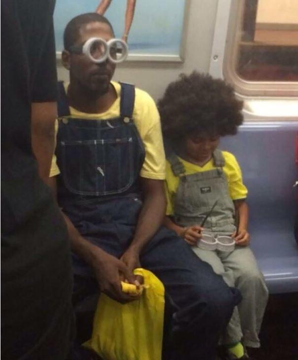 Minionki w nowojorskim metrze /Internet