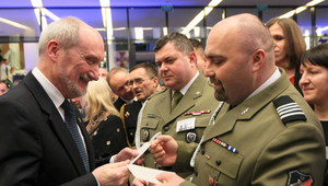 Minister Antoni Macierewicz spotkał się z żołnierzami przed świętami
