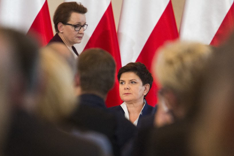 Minister edukacji Anna Zalewska i premier Beata Szydło /Andrzej Hulimka/Reporter /Reporter