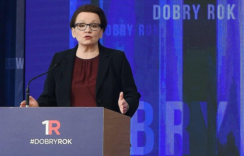 Minister edukacji narodowej Anna Zalewska przedstawia sprawozdanie z pracy swojego resortu /Radek Pietruszka   (PAP) /PAP