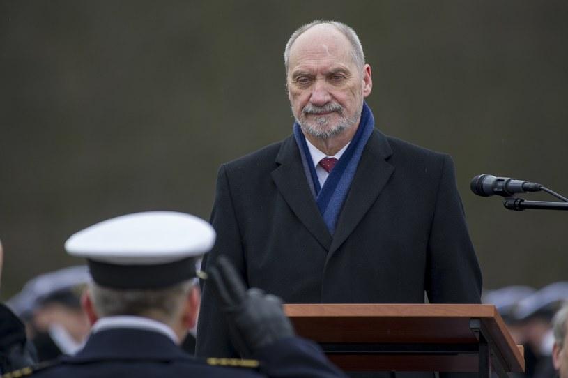 Minister obiecywał modernizację Marynarki Wojennej, na razie na obietnicach się kończy /East News