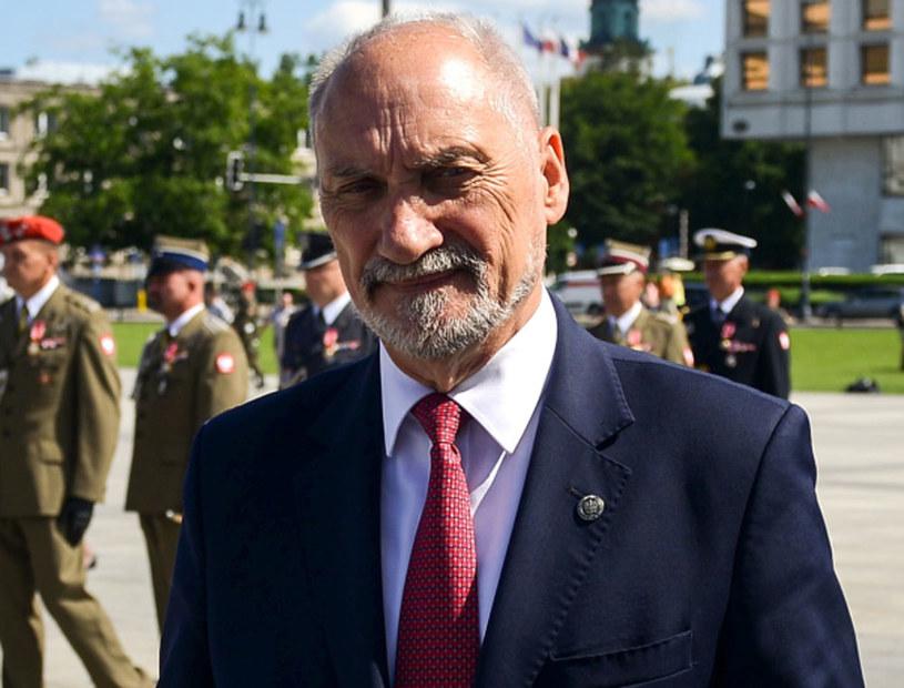 Minister obrony narodowej Antoni Macierewicz /Jakub Kamiński   /PAP