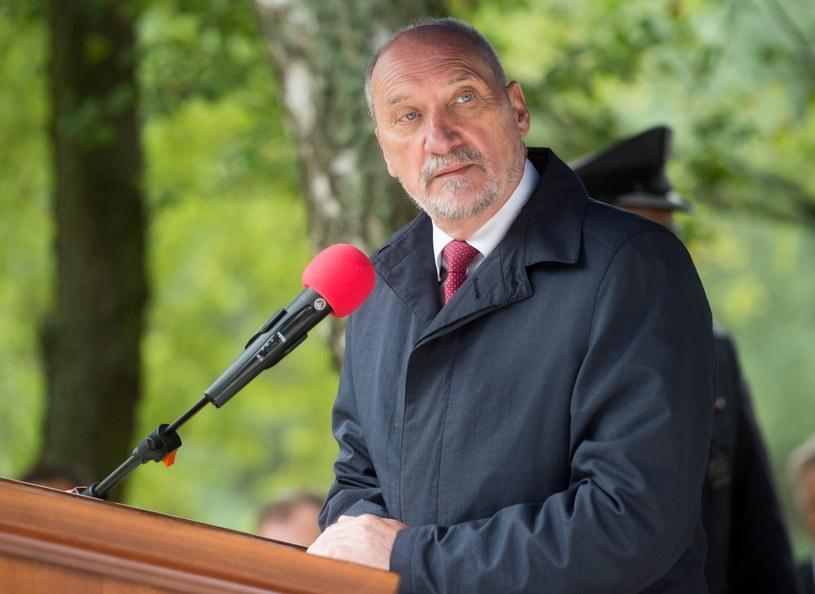 Minister obrony narodowej Antoni Macierewicz /Grzegorz Michałowski /PAP