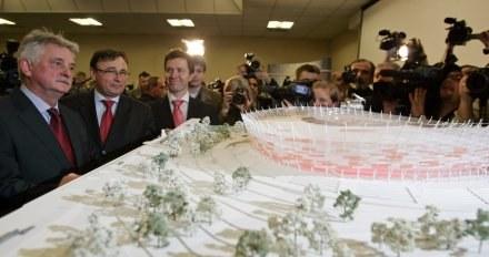 Minister Sportu i Turystyki Mirosław Drzewiecki (z lewej). /AFP
