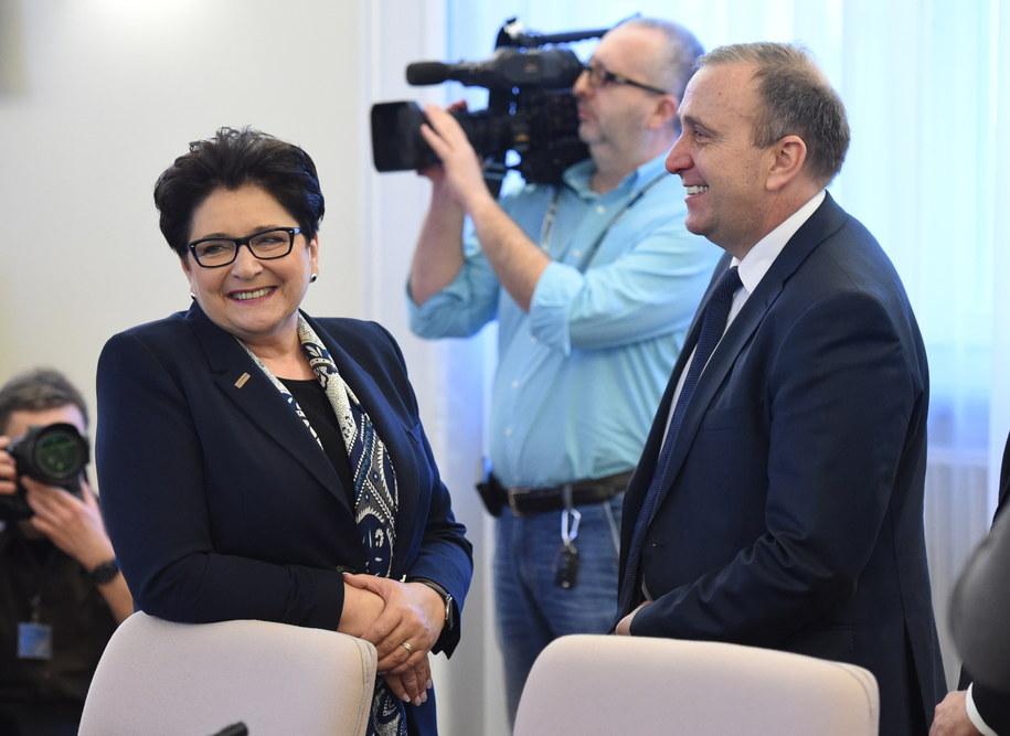 Minister spraw wewnętrznych Teresa Piotrowska i minister spraw zagraniczych Grzegorz Schetyna /Radek Pietruszka /PAP