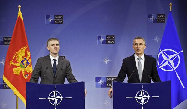Minister spraw zagranicznych Czarnogóry Igor Lukszić i sekretarz generalny NATO Jens Stoltenberg /AFP