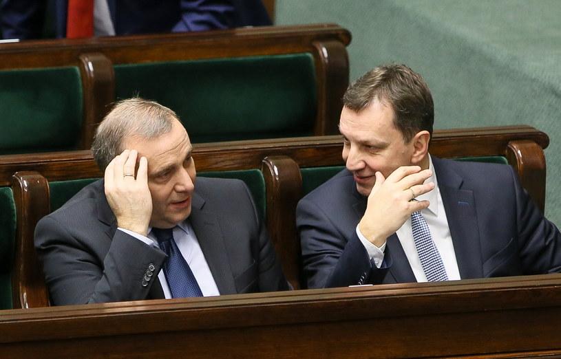 Minister spraw zagranicznych Grzegorz Schetyna i minister administracji i cyfryzacji Andrzej Halicki /Paweł Supernak /PAP