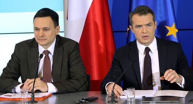 """Ministrowie spraw wewnętrznych Cichocki i transportu Sławomir Nowak ogłosili plan """"zero tolerancji"""" /PAP"""