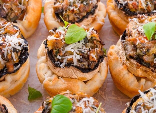 Minitarty smakują świetnie z grzybami /123RF/PICSEL