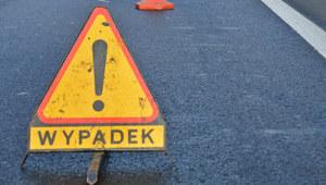 Minivan zderzył się z tirem w Radomiu. 2 osoby zginęły, 5 rannych
