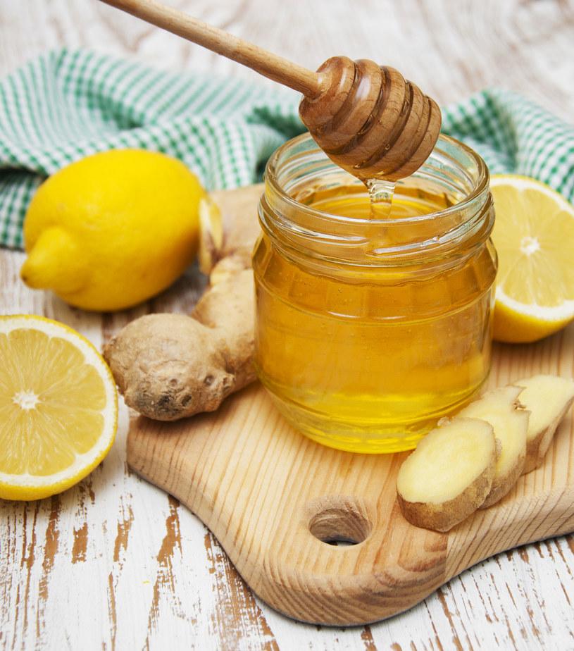 Miód nie tylko wspomoże w walce z przeziębieniem /©123RF/PICSEL