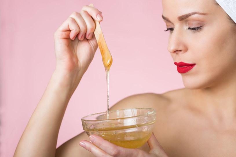 Miód to doskonały kosmetyk /©123RF/PICSEL