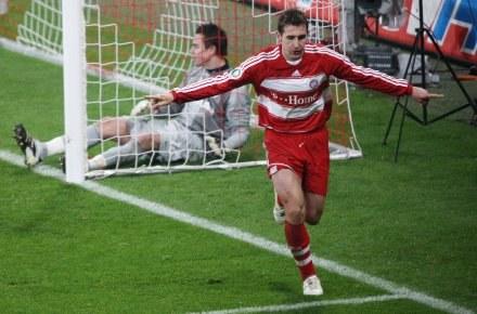 Miro Klose strzelił jedną z bramek w meczu z VfL Wolfsburg /AFP