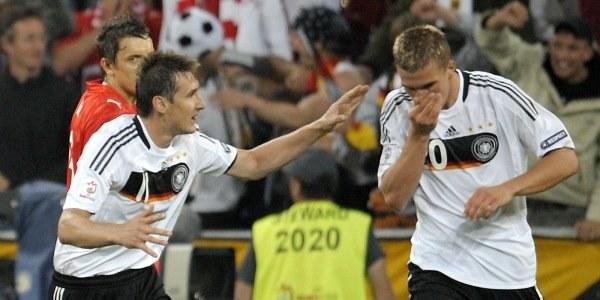Miroslav Klose (z lewej) i Łukasz Podolski. /AFP