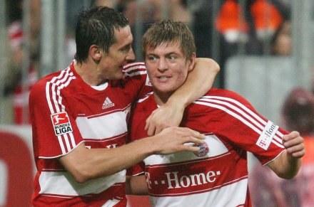 Miroslav Klose (z lewej) ustrzelił w środę hat-tricka /AFP