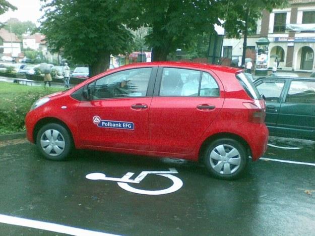 Mistrz parkowania w toyocie.