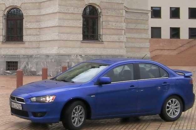 Mitsubishi lancer sedan /INTERIA.PL