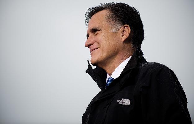 Mitt Romney wysunął się na prowadzenie w sondażach /AFP