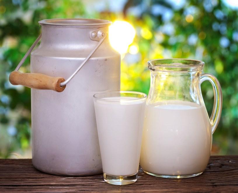 Mleko, które znajdujemy na sklepowych półkach jest wysoko przetworzone /©123RF/PICSEL