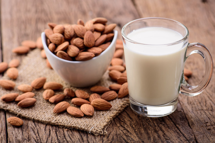 Mleko migdałowe /123RF/PICSEL