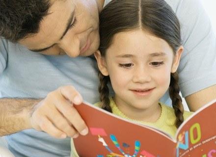 Młodsze dzieci reagują lepiej na naukę, której elementem jest gra i zabawa