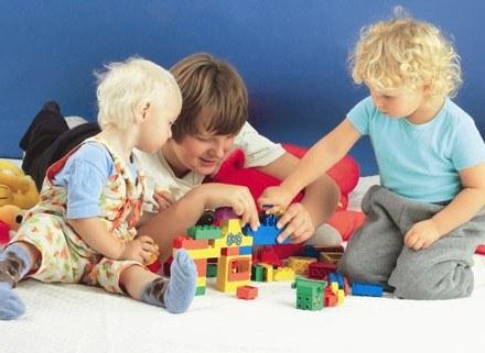 Młodsze rodzeństwo to rewolucja nie tylko dla rodziców /INTERIA.PL