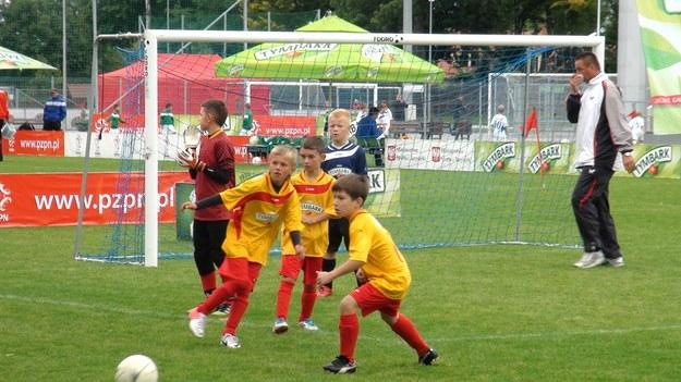 Młodym piłkarzom nie brakowało zapału do gry. /Informacja prasowa