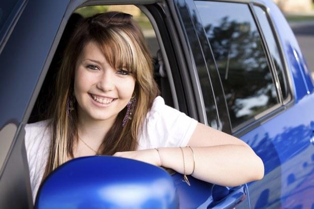 Młodzi kierowcy mają niską kulturę jazdy /