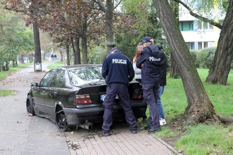 Młodzi kierowcy uznawani są za grupę podwyższonego ryzyka. Kierowca tego BMW miał prawo jazdy od miesiąca /Jarosław Jakubczak / Polska Press /East News