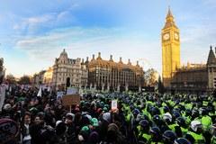 Młodzi londyńczycy protestowali przeciwko podniesieniu opłat za studia