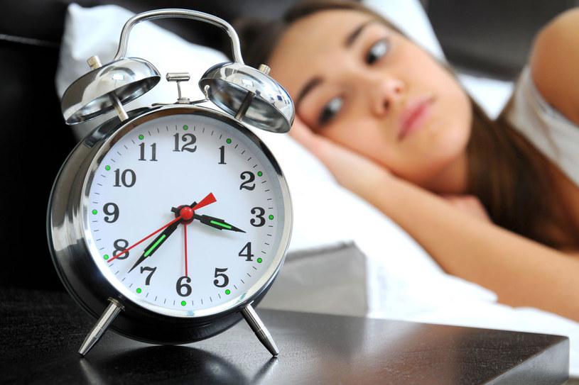 Młodzi ludzie, aby dobrze funkcjonować, potrzebują 6-7 godzin snu /©123RF/PICSEL