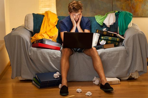 Młodzi marzą o pracy za 2 tys. zł /123RF/PICSEL